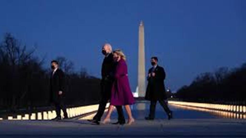 Joe Biden et Kamala Harris rendent hommage aux 400 000 morts du Covid-19