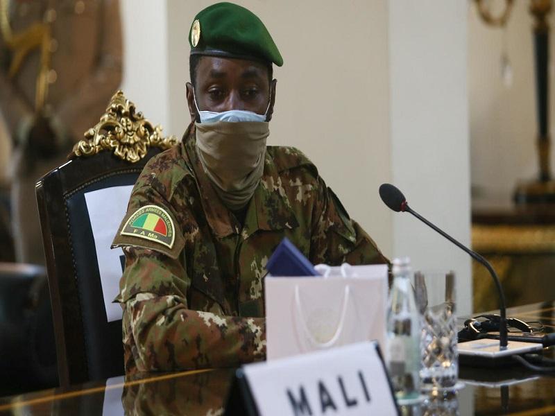 Mali: le président de transition reçu par Emmanuel Macron à l'Élysée