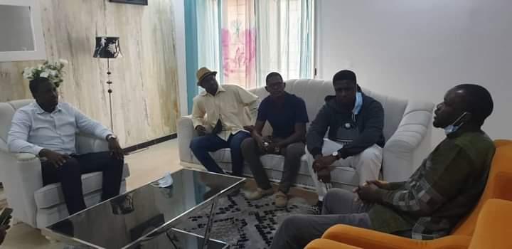"""Yen a marre rend visite à Ousmane Sonko pour lui """"apporter son soutien moral"""""""
