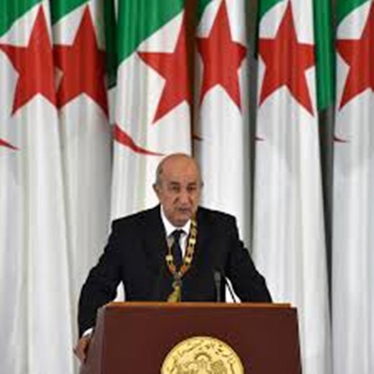 Algérie: le président dissout l'Assemblée et remanie son gouvernement à la marge