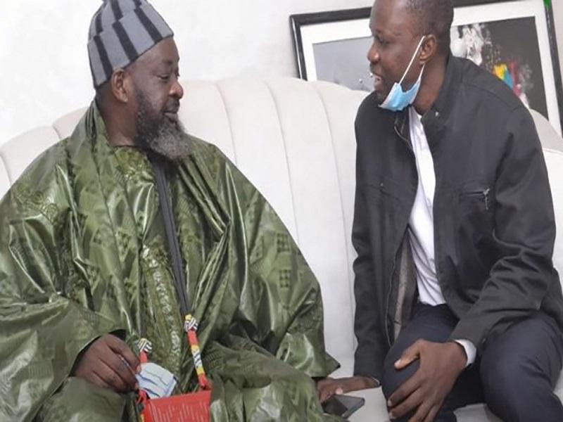 """Ousmane Sonko va """"déférer à la convocation du juge mercredi"""", annonce son marabout"""