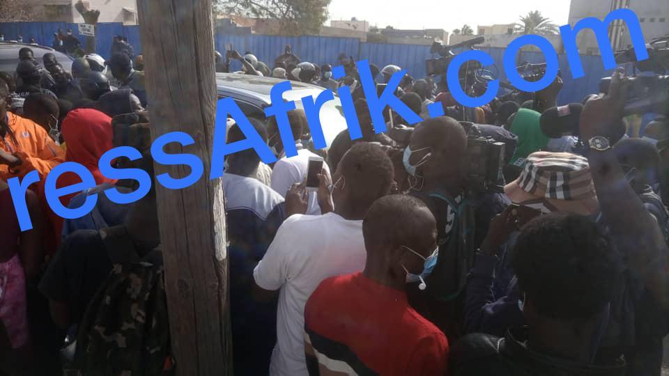 Convoi de Ousmane Sonko : la foule dispersée par des grenades lacrymogènes vers Mermoz