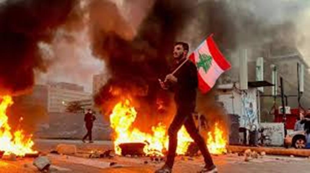 Liban: le prix du carburant flambe et attise la colère populaire