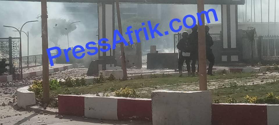 Arrestation Sonko : l'Université Cheikh Anta Diop de Dakar, théâtre d'affrontements entre étudiants et forces de l'ordre (IMAGES)
