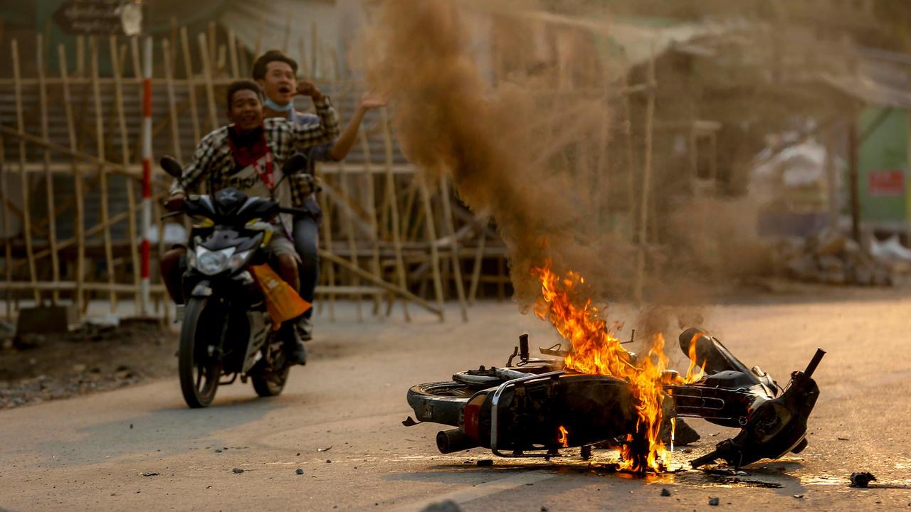 Birmanie: la junte justifie la répression, la mobilisation ne faiblit pas