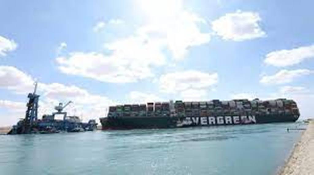 Porte-conteneurs échoué au milieu du canal de Suez: le propriétaire japonais se veut optimiste