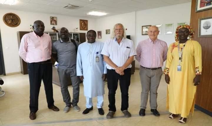 Didier Raoult, attendu à Dakar dimanche pour une visite de travail