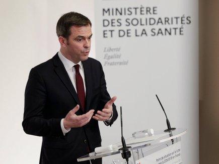 """Vaccin AstraZeneca: """"deux personnes sur un million peuvent avoir un effet indésirable"""", selon Olivier Véran"""
