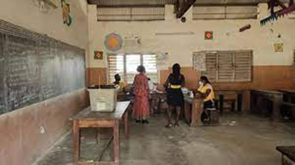 Présidentielle au Bénin: la participation satisfait les deux camps