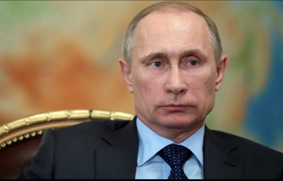 Le directeur du FBI et la directrice du renseignement national américain interdits d'entrer en Russie