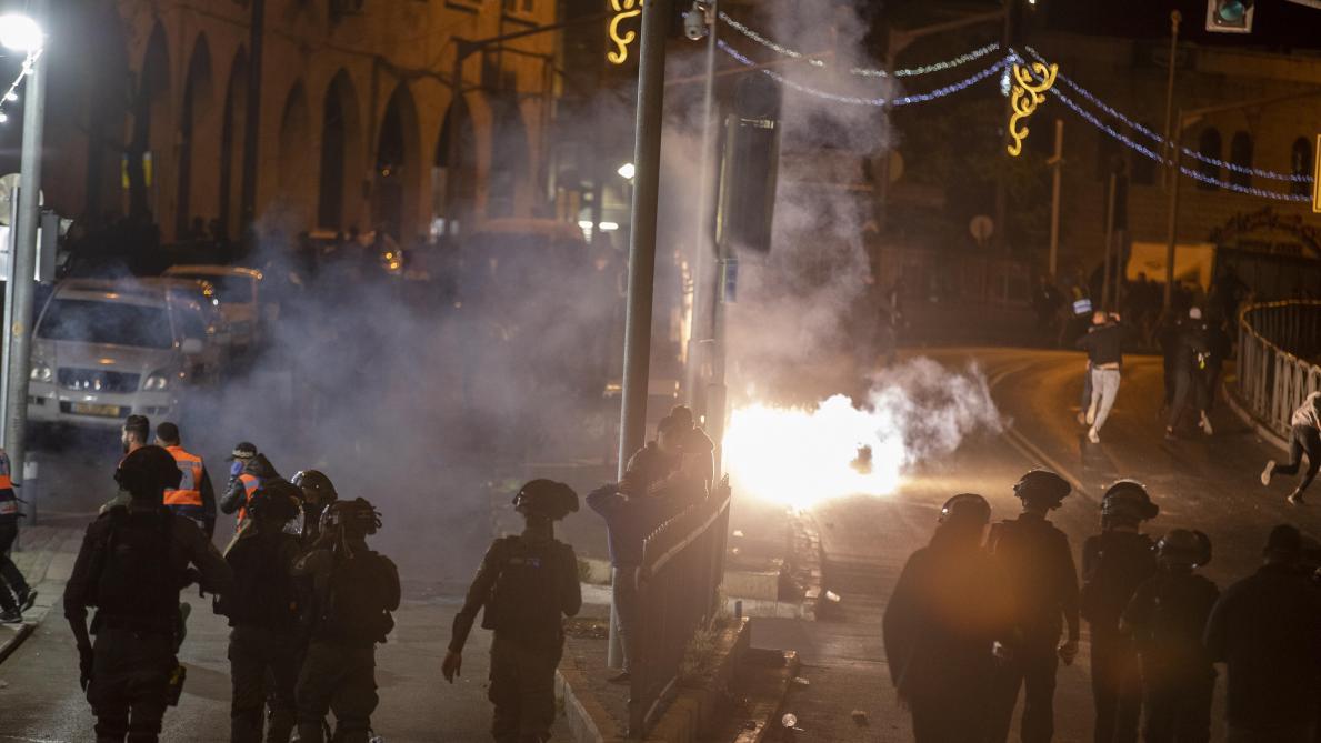 Israël: plus de cent blessés dans des heurts nocturnes à Jérusalem (sources policières et médicales)