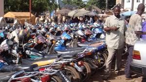 """L'argent des conducteurs de motos """"Jakarta"""" retrouvé dans les caisses du Trésor"""