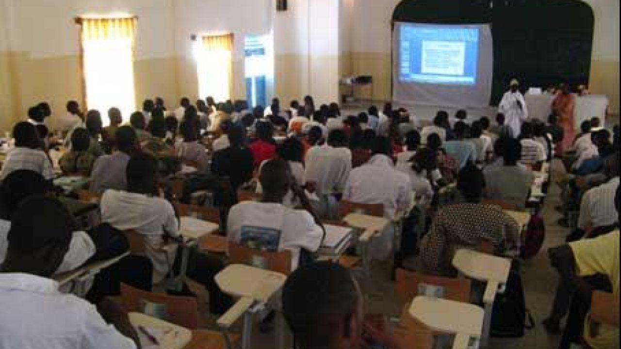 L'UVS étouffe avec 50 000 étudiants, liste ses maux et met en garde le ministre Cheikh Oumar Anne