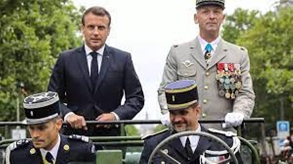 France: les militaires signataires d'une tribune controversée vont être sanctionnés