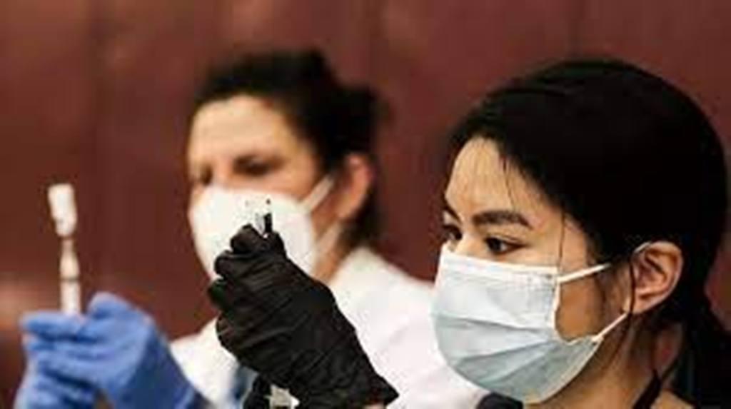 Covid-19: aux États-Unis, les autorités s'inquiètent de voir la deuxième dose de vaccin boudée
