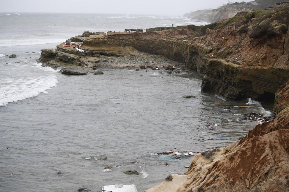 3 morts, 27 blessés dans un naufrage d'un bateau de passeurs en Californie