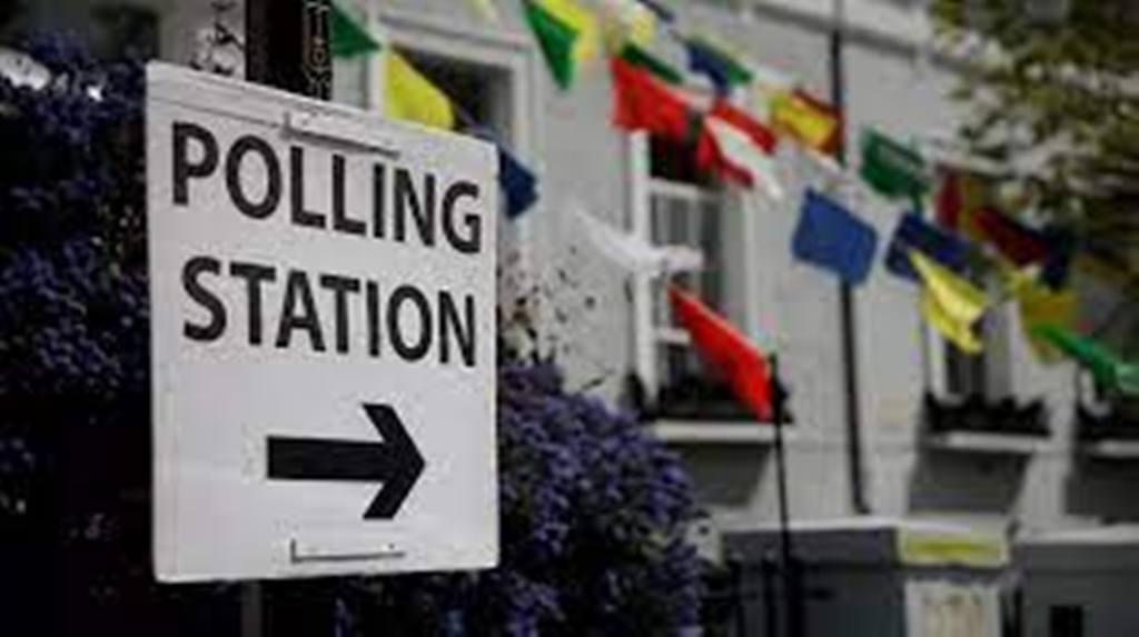 «Super Thursday»: les électeurs britanniques ont rendez-vous avec les urnes