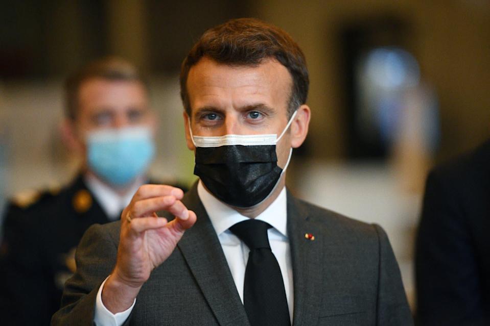 Vaccins: Emmanuel Macron appelle «les Anglo-saxon» à arrêter de «bloquer» les exportations