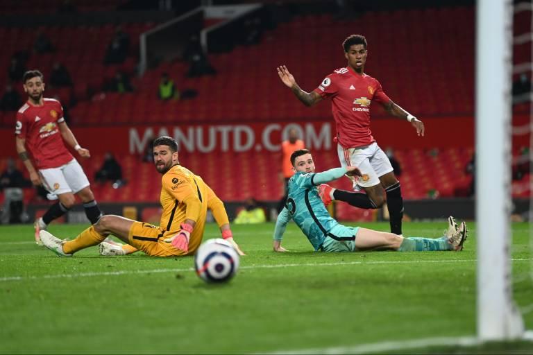 Liverpool bat Manchester United et croit encore à la C1