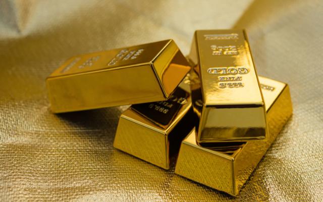 La Douane saisit 5 lingots d'or d'un kilo chacun à bord d'une Mercedes à Karang