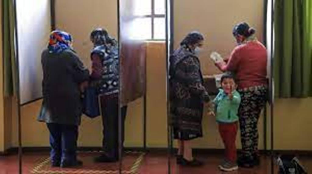 Les Chiliens se rendent aux urnes pour un vote historique