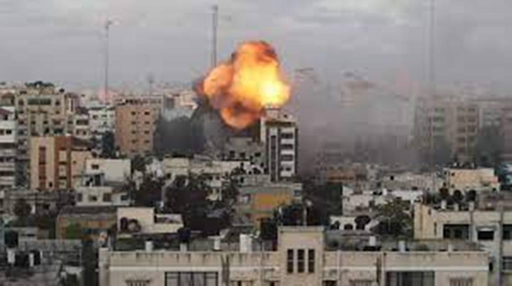 Israël poursuit ses frappes sur des bâtiments de Gaza, l'offensive diplomatique s'intensifie