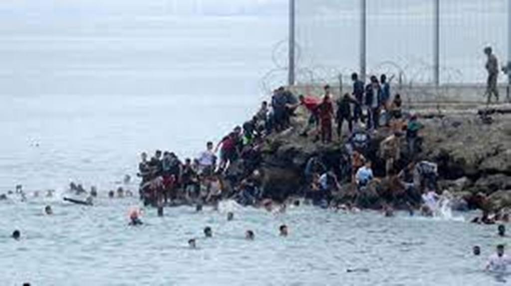 Maroc-Espagne: pourquoi cette arrivée soudaine et massive de migrants à Ceuta?