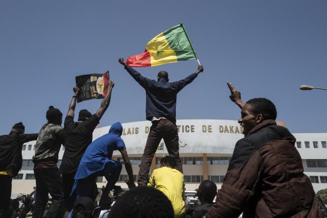 """Mémorandum Manif' de mars: M2D présente Macky comme """"un tueur en série"""" et annonce une plainte"""