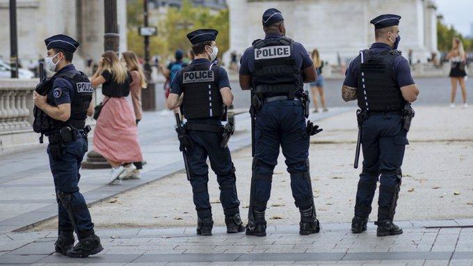 France: Un homme activement recherché après l'agression au couteau d'une policière