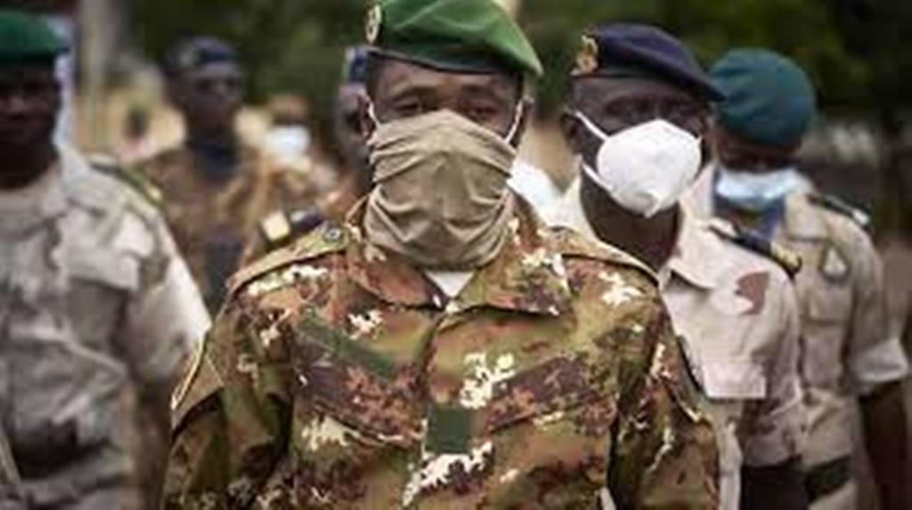 Mali: des chancelleries à la population, l'investiture de Goïta cristallise les attentes