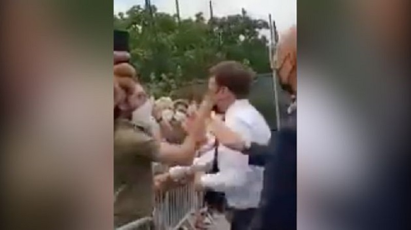 Emmanuel Macron giflé par un homme lors de son déplacement dans la Drôme