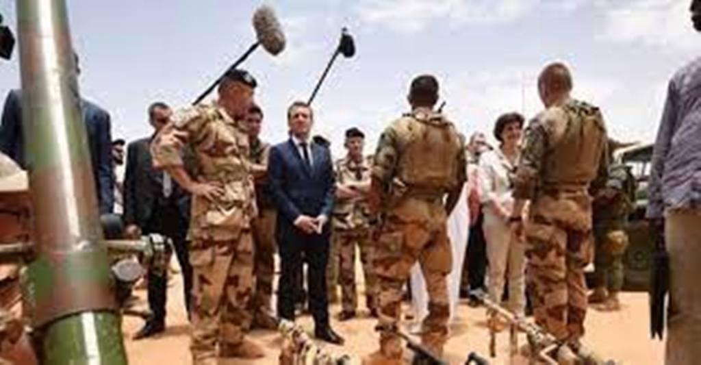 Emmanuel Macron rejette la responsabilité de « la fin de Barkhane » sur les Africains