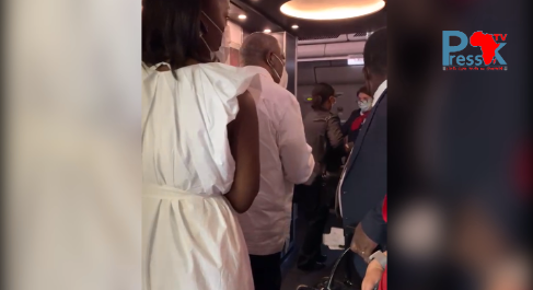Vidéo - Gbagbo embarque à bord de son vol retour, à Abidjan ça chauffe entre police et populations
