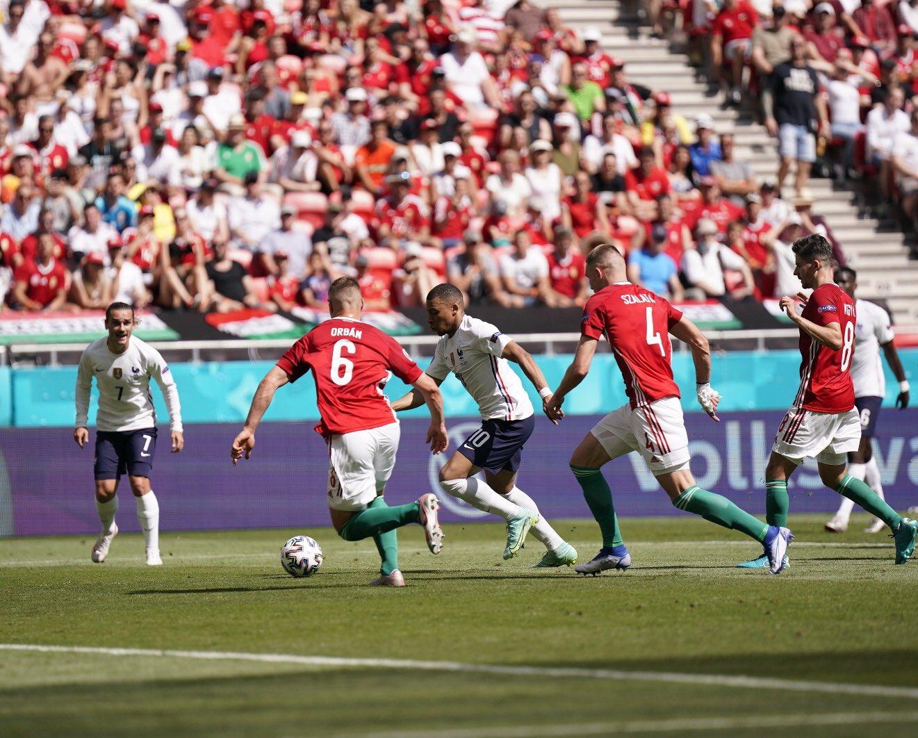 Menés contre la Hongrie, les Bleus arrachent un match nul