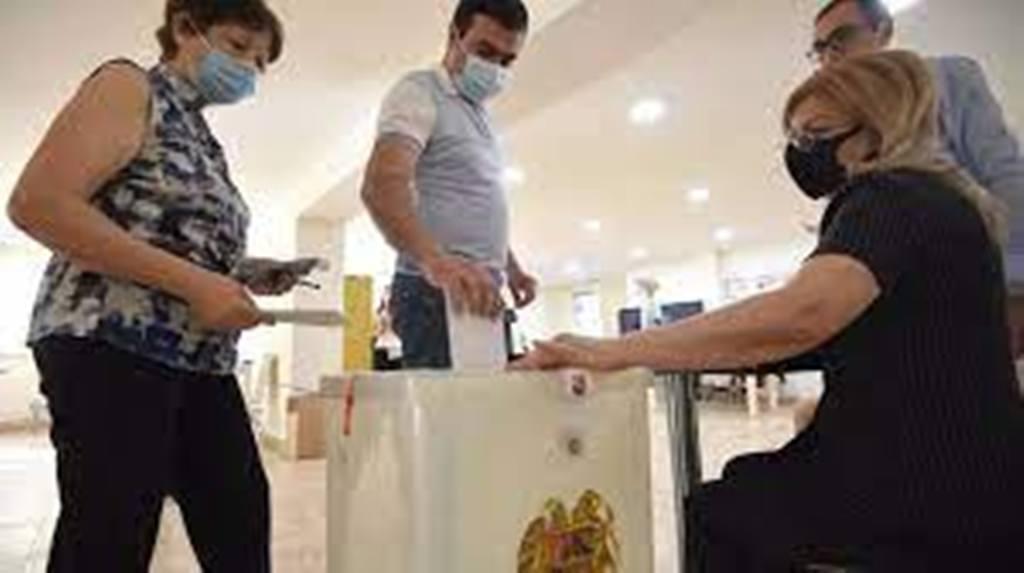 Législatives en Arménie: un scrutin imprévisible, Pachinian face à Kotcharian