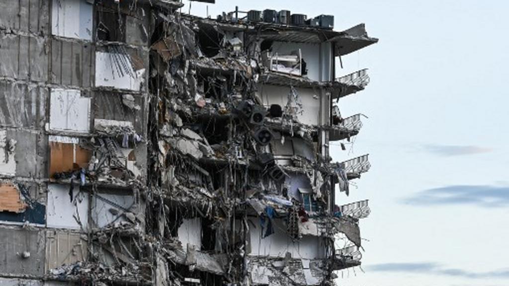 Un immeuble s'effondre en Floride, les autorités sans nouvelles de 99 personnes