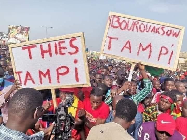 Visite de Macky à Thiès: les brassards rouges et les pancartes protestataires au rendez-vous