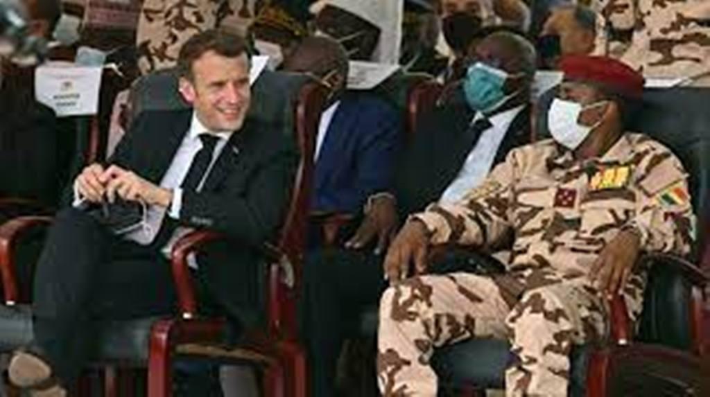 La discrète rencontre entre le président français Macron et son homologue tchadien Mahamat Déby