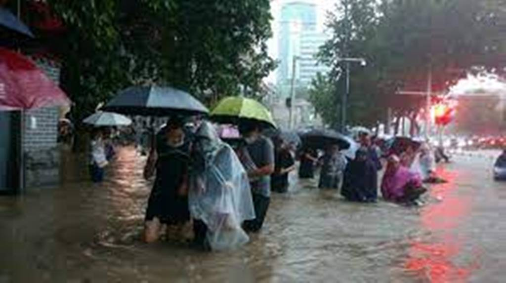 Intempéries en Chine: des morts dans le métro de Zhengzhou, près de 200 000 évacués