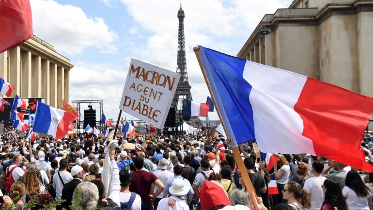 En France, 161 000 manifestants défilent contre le passe sanitaire