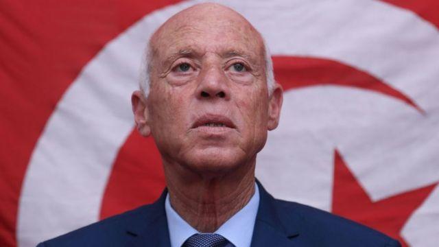 Le président tunisien Kaïs Saïed limoge son Premier ministre et suspend les travaux du Parlement