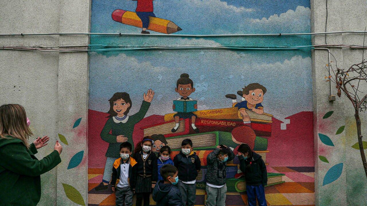 Chili: en temps de Covid, les enfants moins favorisés doublement pénalisés en milieu scolaire