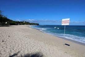 Réunion et la Martinique reconfinées, l'armée en renfort
