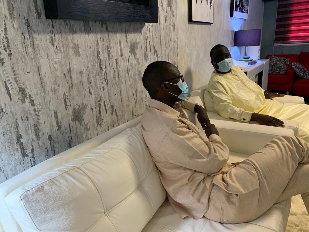 Ousmane Sonko chez Déthié Fall pour lui présenter ses condoléances suite au décès de sa belle-mère
