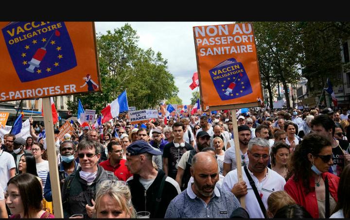 France: des milliers de personnes de nouveau dans les rues contre le «pass sanitaire»