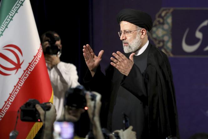 Iran: l'ultraconservateur Ebrahim Raïssi investi président