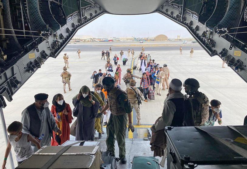 Arrivée en Espagne du premier avion ramenant des Espagnols et des Afghans de Kaboul