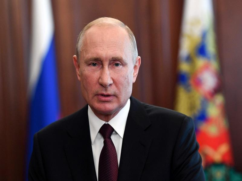 Russie: Vladimir Poutine s'isole après des cas de Covid-19 dans son entourage