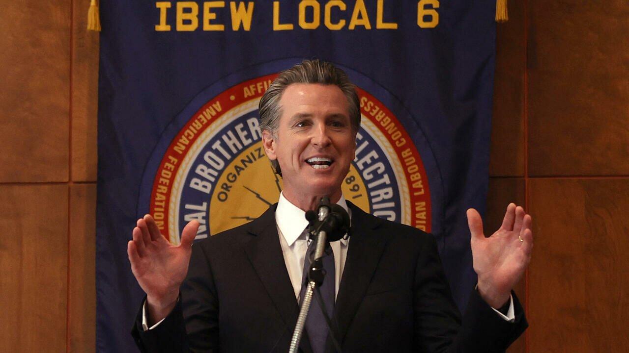 Référendum en Californie: victoire du gouverneur démocrate, qui échappe à la révocation