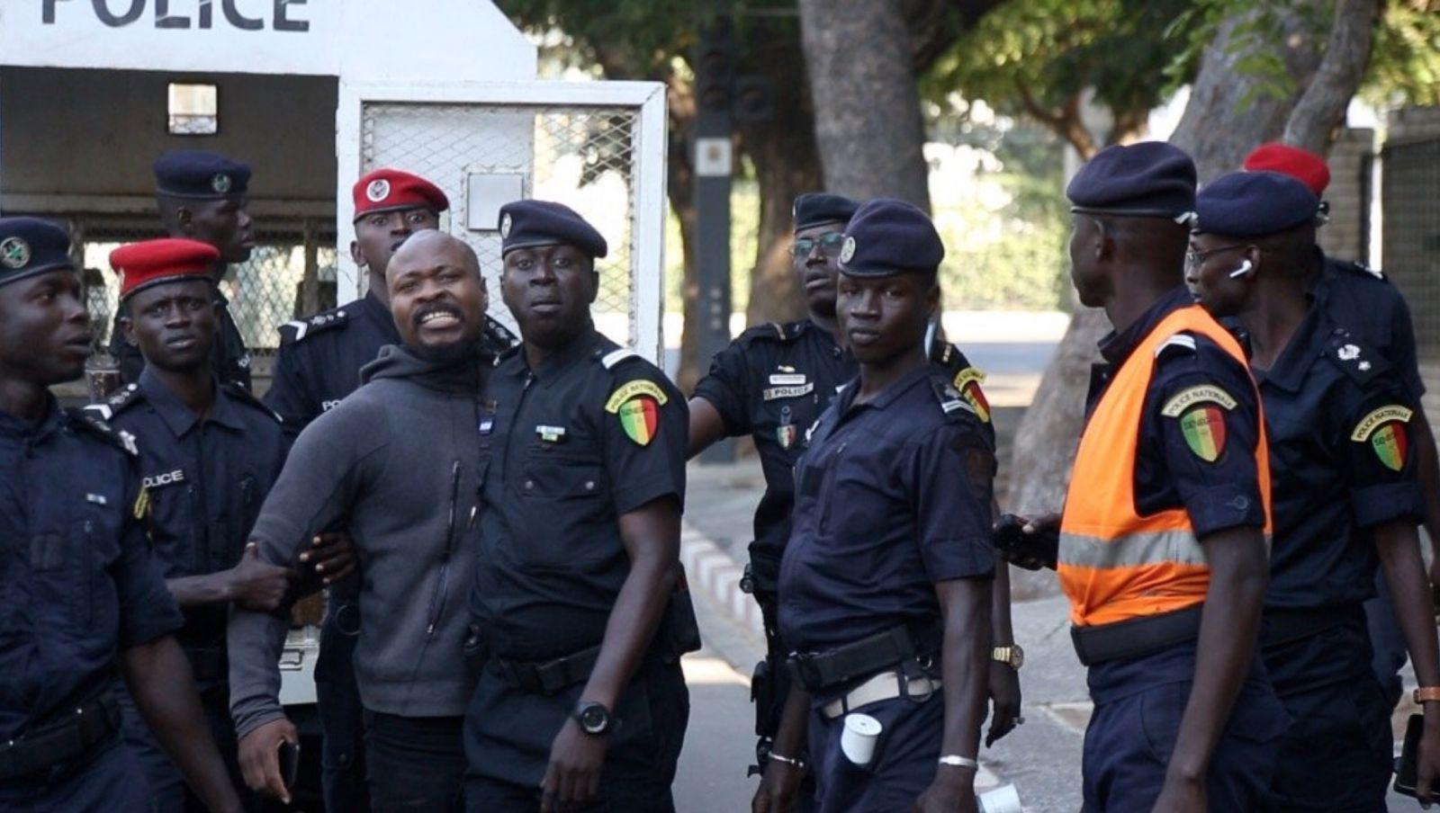 Direct - Avenue Blaise Diagne: Guy Marius Sagna arrêté après une longue discussion avec la police
